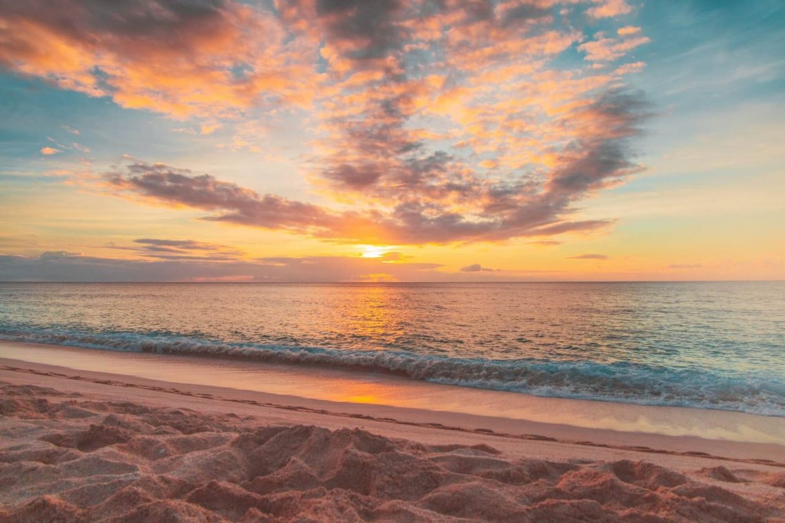 Living In Hawaii: The Pros & Cons Of Island Life